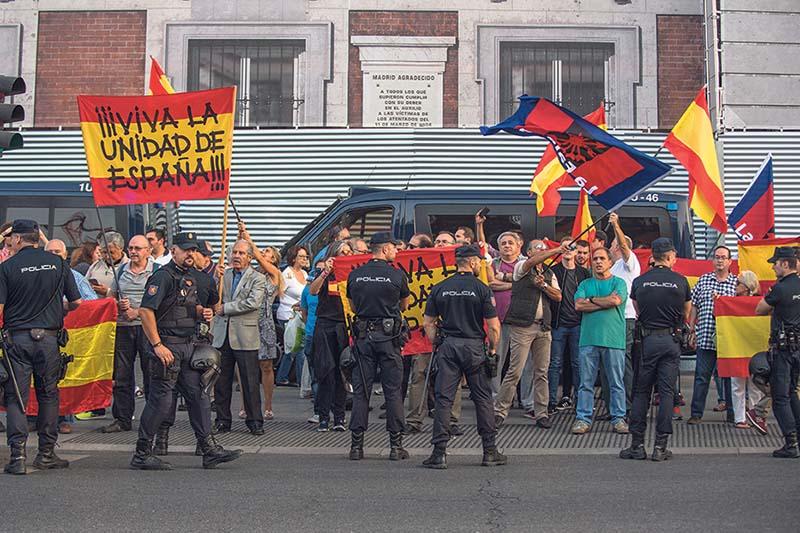 Falangistas en una manifestación por la unidad de España. ÁLVARO MINGUITO